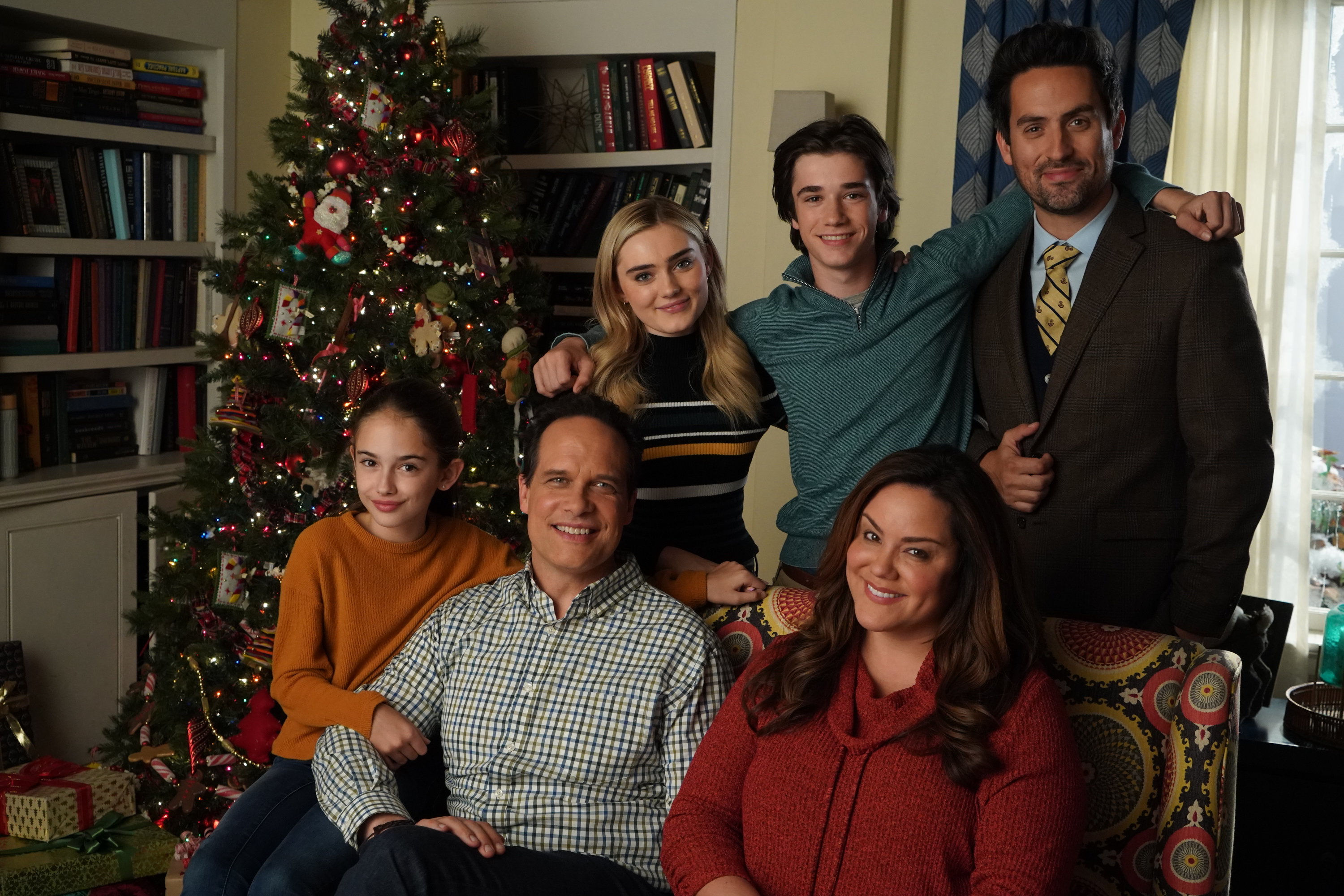 "American Housewife Christmas Episode 2020 Episode 409 Air Date: 12/13/2019 ""The Bromance Before Christmas"""