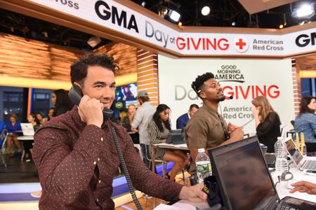 KEVIN JONAS, ERIC JONES