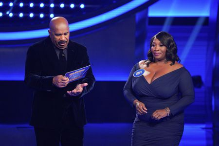 STEVE HARVEY, BEVY SMITH
