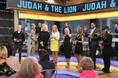 GEORGE STEPHANOPOULOS, LARA SPENCER, AMY ROBACH, GINGER ZEE, MICHAEL STRAHAN, JUDAH THE LION