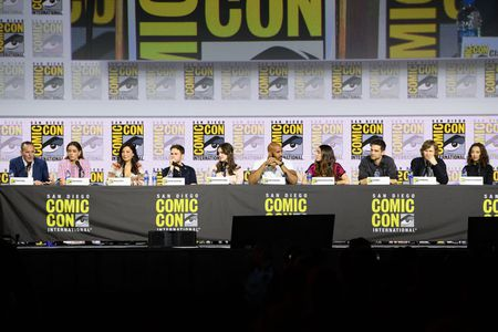 CLARK GREGG, CHLOE BENNET, MING-NA WEN, IAIN DE CAESTECKER, ELIZABETH HENSTRIDGE, HENRY SIMMONS, NATALIA CORDOVA-BUCKLEY, JEFF WARD, JED WHEDON (EXECUTIVE PRODUCER), MAURISSA TANCHAROEN (EXECUTIVE PRODUCER)