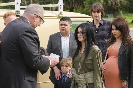 ED O'NEILL, RICO RODRIGUEZ, JEREMY MAGUIRE, ARIEL WINTER, REID EWING, SARAH HYLAND