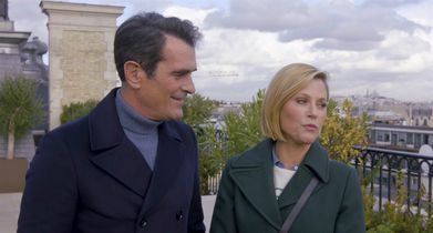 "07. Julie Bowen, ""Claire Dunphy"", Ty Burrell, ""Phil Dunphy"", On their plans while visiting Paris"