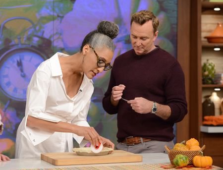 CARLA HALL, CLINTON KELLY