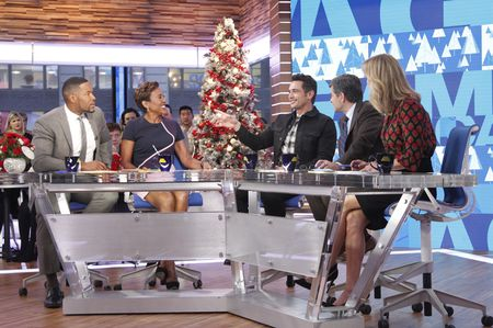 MICHAEL STRAHAN, ROBIN ROBERTS, JAMES FRANCO, GEORGE STEPHANOPOULOS, LARA SPENCER
