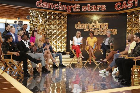 DANCING WITH THE STARS CAST, AMY ROBACH, LARA SPENCER, TOM BERGERON