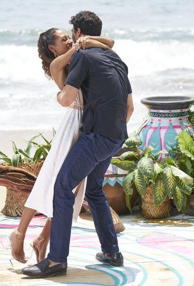 Joe Amabile & Serena Pitt - Bachelor in Paradise 7 - Discussion 157100_2676-400x0