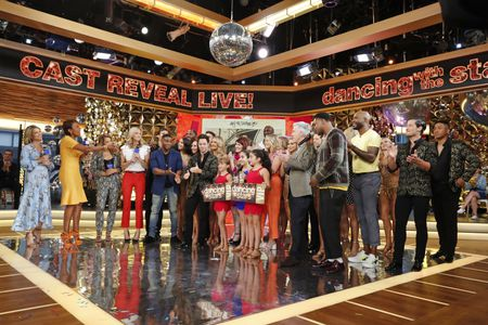 AMY ROBACH, ROBIN ROBERTS, GINGER ZEE, LARA SPENCER, DANCING WITH THE STARS CAST