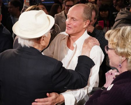 NORMAN LEAR (EXECUTIVE PRODUCER), WOODY HARRELSON