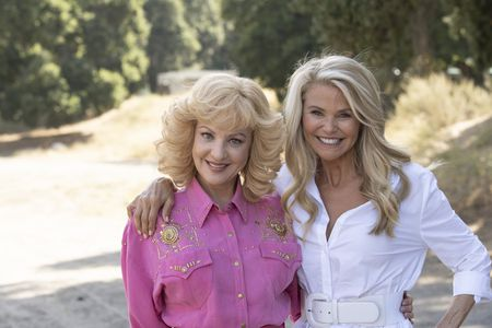 WENDI MCLENDON-COVEY, CHRISTIE BRINKLEY
