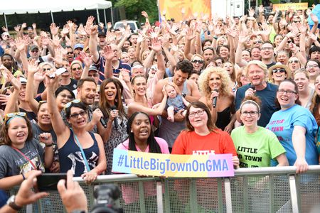AUDIENCE, LITTLE BIG TOWN