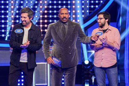 RAY ROMANO, STEVE HARVEY, GREG ROMANO