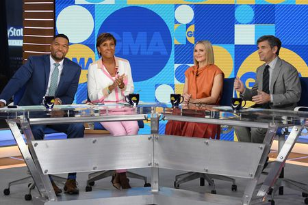 MICHAEL STRAHAN, ROBIN ROBERTS, KRISTEN BELL, GEORGE STEPHANOPOULOS