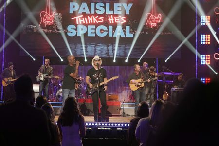 HOOTIE & THE BLOWFISH, BRAD PAISLEY