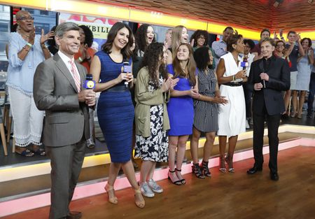 GEORGE STEPHANOPOULOS, CECILIA VEGA, INTERNS, ROBIN ROBERTS, BARRY MANILOW