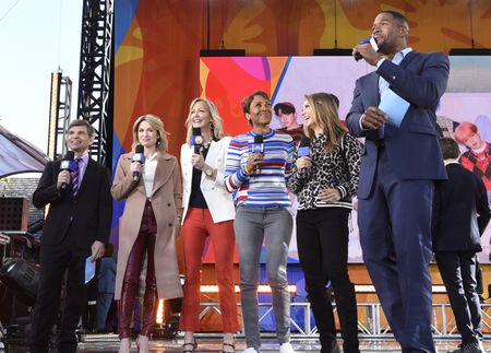 GEORGE STEPHANOPOULOS, AMY ROBACH, LARA SPENCER, ROBIN ROBERTS, GINGER ZEE, MICHAEL STRAHAN
