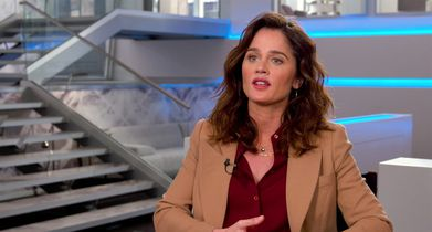 "06. Robin Tunney, ""Maya Travis"", On the premise of the show"
