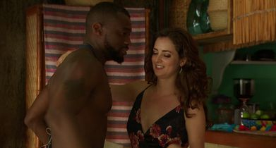 Bachelor in Paradise 503A Clips - 01. Jacqueline Between Annaliese and Kenny