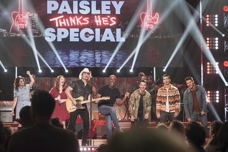 KIMBERLY WILLIAMS-PAISLEY, BRAD PAISLEY, HOOTIE & THE BLOWFISH, JONAS BROTHERS