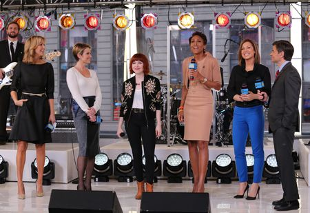 LARA SPENCER, AMY ROBACH, CARLY RAE JEPSEN, ROBIN ROBERTS, GINGER ZEE, GEORGE STEPHANOPOULOS