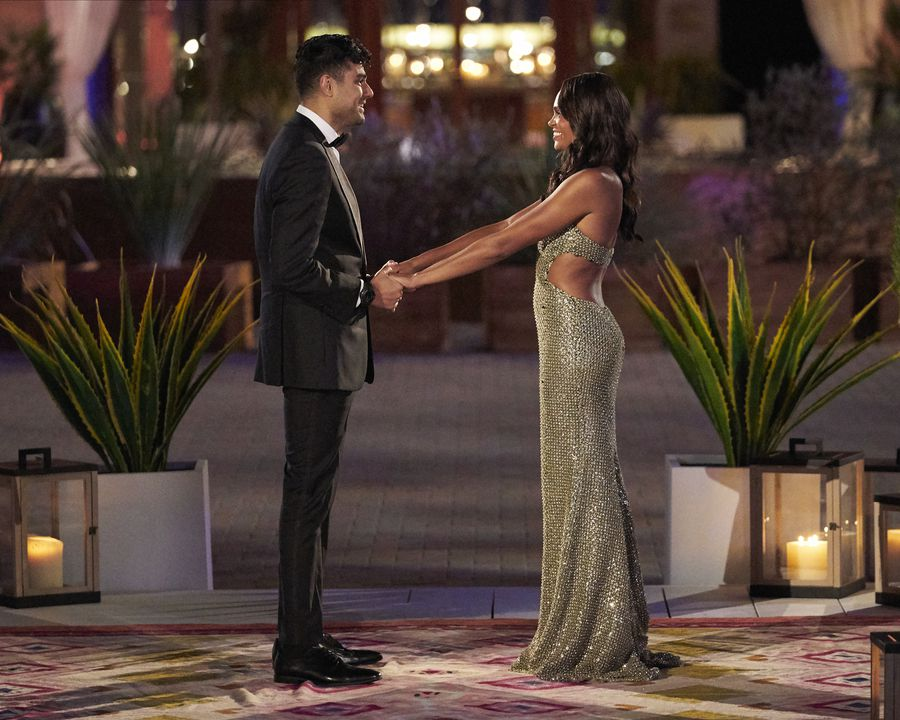 Pardeep Singh - Bachelorette 18 - *Sleuthing Spoilers*  - Page 3 157142_7152-900x0