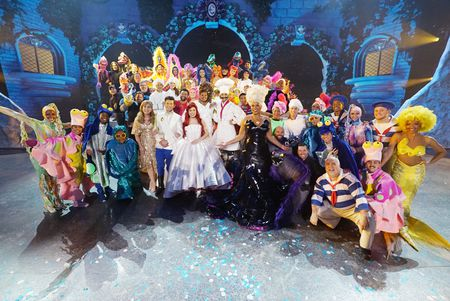 CAST OF THE WONDERFUL WORLD OF DISNEY PRESENTS THE LITTLE MERMAID LIVE!