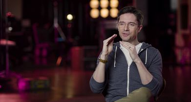 "03.	Topher Grace, ""Tom Hayworth"", On working with the cast"
