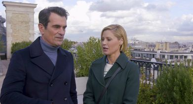 "05. Julie Bowen, ""Claire Dunphy"", Ty Burrell, ""Phil Dunphy"", On the decision to film in Paris"