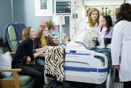 LINDY BOOTH, AVA DEVOE, SARAH RAFFERTY, MIA LYNN BANGUNAN